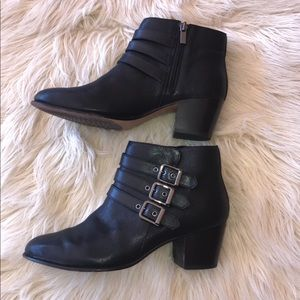 Clarks ankle booties size 6.5""